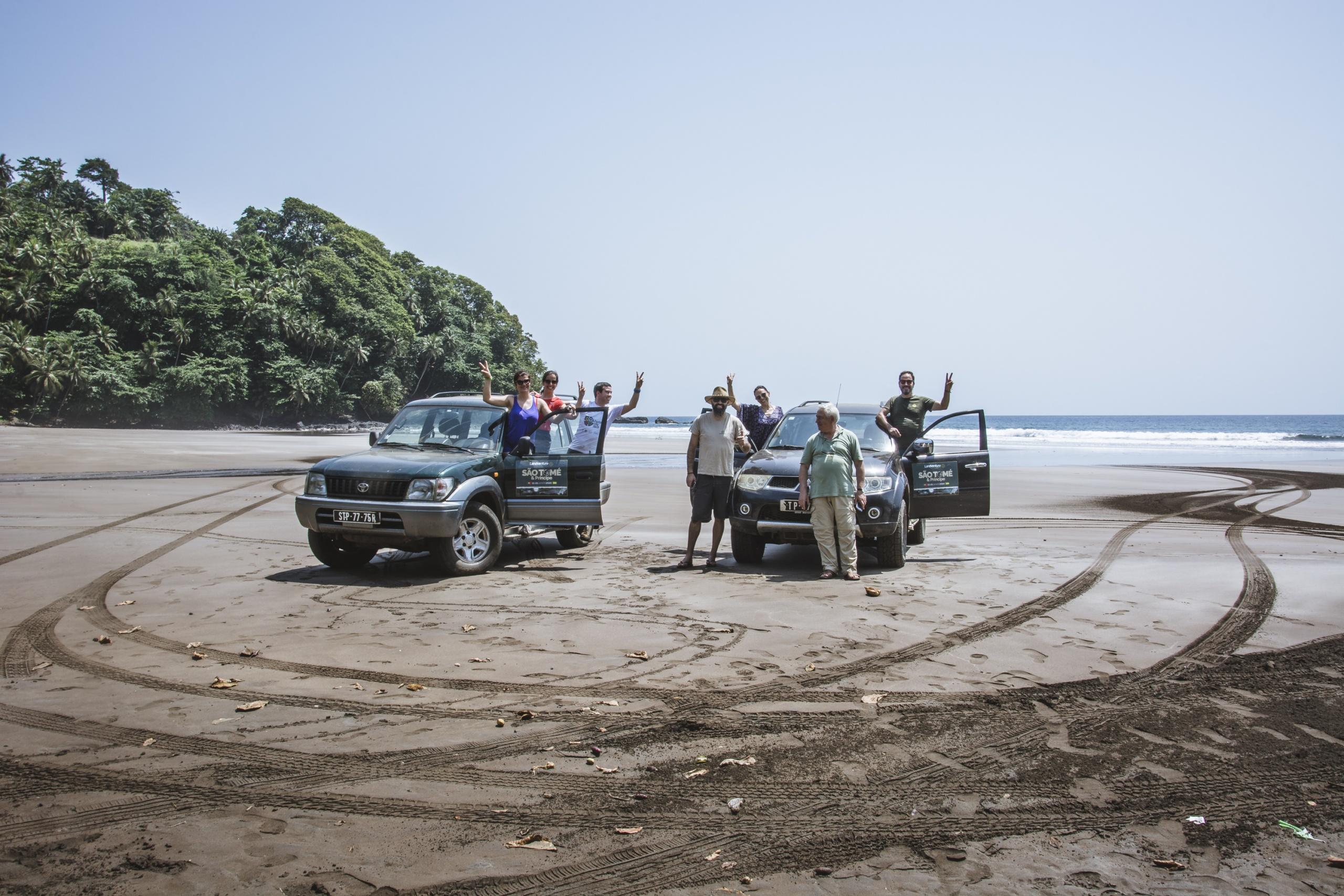 foto de grupo de clientes da Landventure em São Tomé e Príncipe